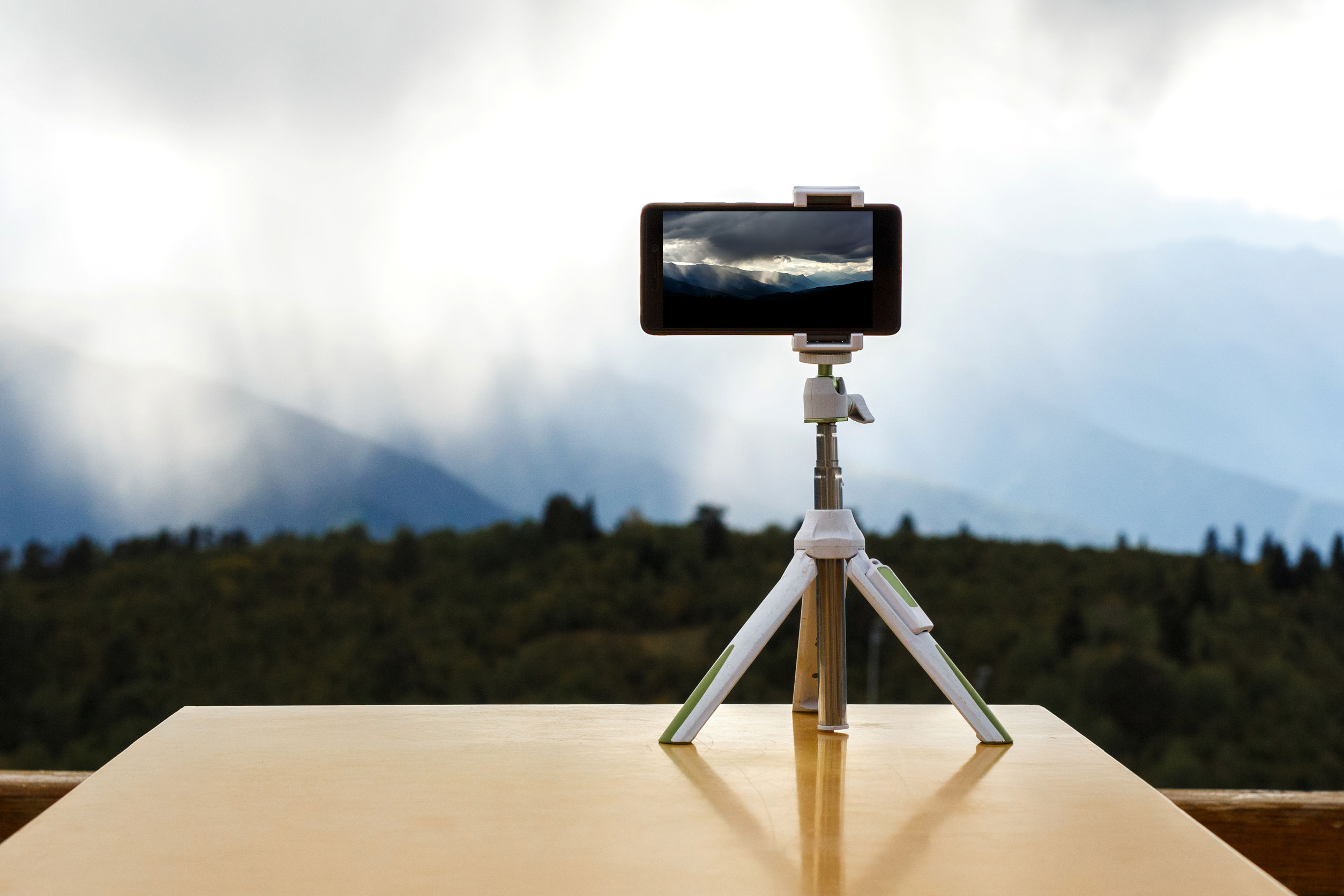 Best Phone Tripod 2020: Shopping Guide & Review